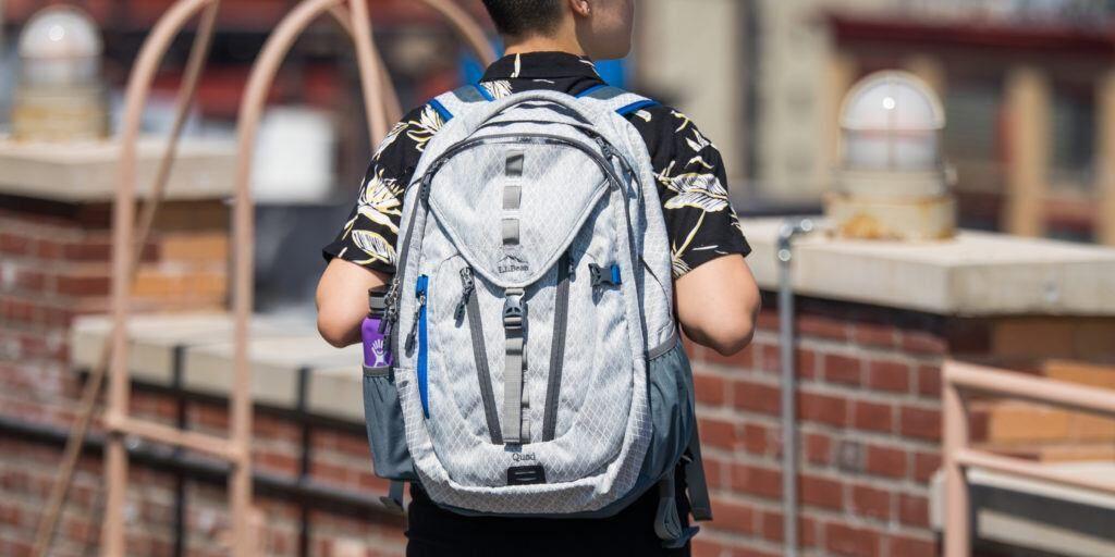 خبرنگاران یک کیف مدرسه و یک جهان امید